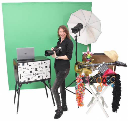 greenscreen photostudio with photographer
