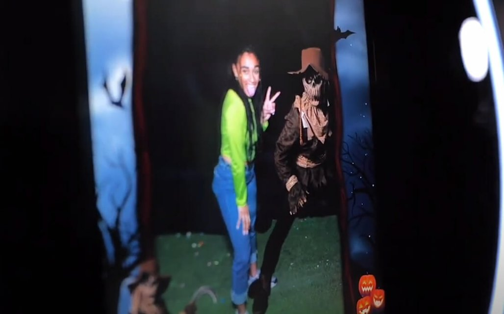 halloween augmented reality photo mirror with greenscreen